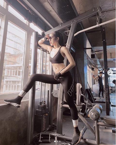 Mặc bikini, không trang phục phòng hộ khi đi tập gym, cô gái Việt gây tò mò trên Instagram - 3