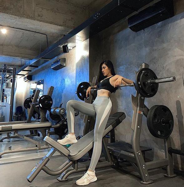 Mặc bikini, không trang phục phòng hộ khi đi tập gym, cô gái Việt gây tò mò trên Instagram - 5