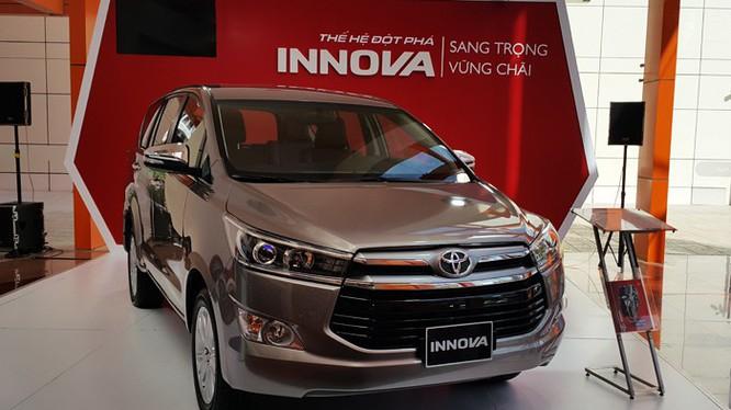 Toyota Innova dọn kho giảm giá gần 140 triệu đồng tại một số đại lý - 1
