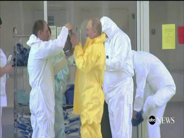 Video: Putin mặc đồ bảo hộ, bất ngờ thăm bệnh viện điều trị người nhiễm Covid-19