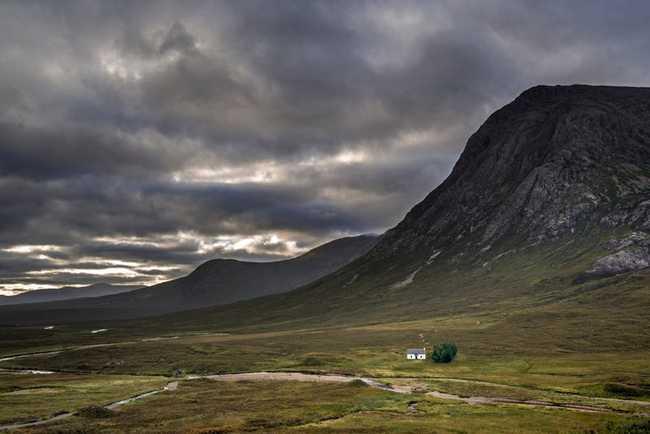 Lagangarbh Hut là tòa nhà duy nhất được tìm thấy gần núi Buachaille Etive Mòr ở Cao nguyên Scotland. Ngôi nhà cũ kỹ thuộc sở hữu của Tổ chức quốc gia bảo tồn các địa điểm mang giá trị lịch sử của Scotland và du khách có thể ở đó suốt cả năm.