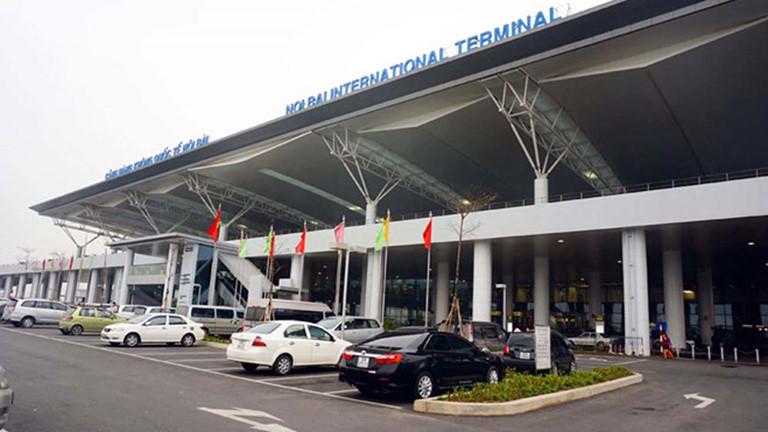 Côgái trốn cách ly, đến sân bay Nội Bài để chuẩn bị sang Anh - 1
