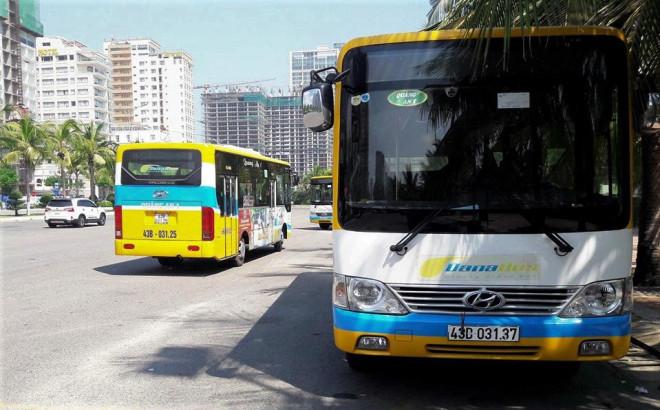 Đuổi khách giữa đường vì không trả tiền lẻ, 2 nhân viên xe buýt bị đình chỉ 15 ngày - 1
