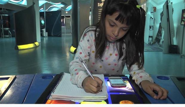 Bé gái 8 tuổi được hiệu trưởng Đại học đích thân viết thư tay mời nhập học - 1