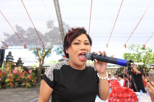 Siu Black cũngquyết định rời TP.HCM, trở về Kon Tum sinh sống. Được biết, khi trở về quê nhà, cô làm việc trong một nhà thờ, thu nhập chỉ khoảng 2-3 triệu. Thi thoảng, Siu Black vẫn đi hát ở những sự kiện nhỏ nhưng cát-xê cũng không đáng kể.