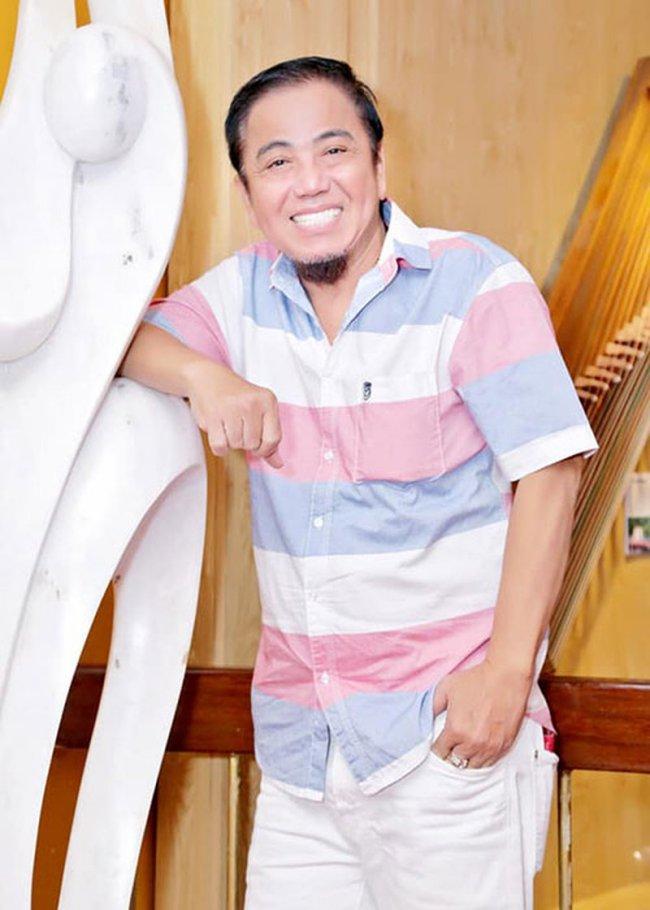 Vào tháng 5/2019, nghệ sĩ Hồng Tơ gây xôn xao vì một lần nữa bị bắt tạm giam 2 tuần vì hành vi đánh bạc.Sau 1 tháng bị tạm giam, Hồng Tơ được thả ra.