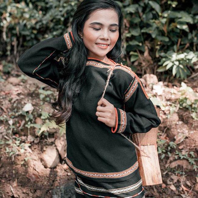 H'Min Niê là em gái của Hoa hậu Hoàn vũ Việt Nam 2017H'Hen Niê.
