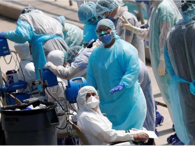 Vì sao số ca nhiễm COVID-19 ở Mỹ tăng kịch tính nhất toàn cầu?