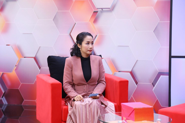 """Ốc Thanh Vân tiết lộ """"góc khuất"""" của gia đình trên sóng truyền hình - 1"""