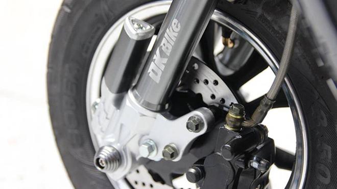 Vì sao phanh đĩa xe máy được đục nhiều lỗ nhỏ? - 1