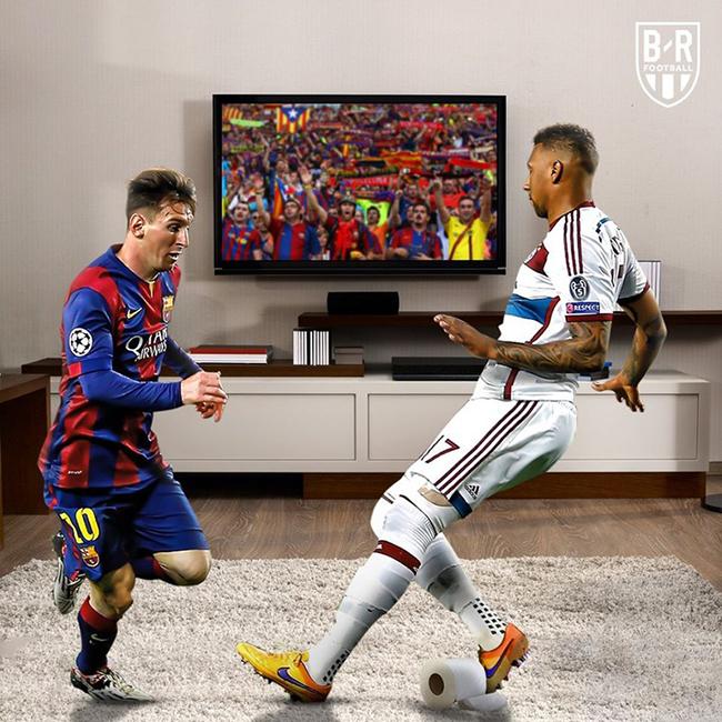 Messi tái hiện pha qua người kinh điển với Boateng.