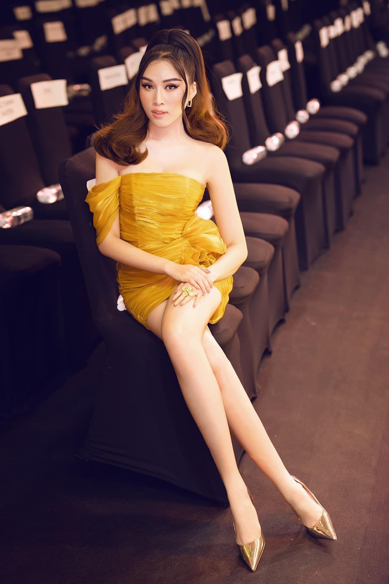 Đời thực gợi cảm của nữ MC VTV sở hữu đôi chân dài 1m1 - 1