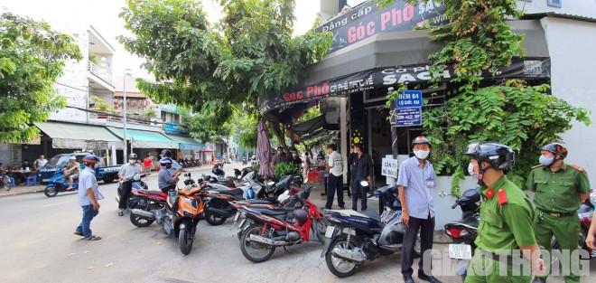 TP.HCM: Phạt hàng chục quán phớt lờ lệnh cấm, người không đeo khẩu trang - 1