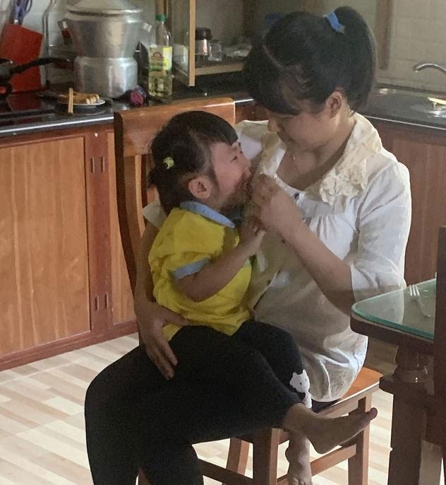 Con hay nôn trớ, đau họng vì viêm amidan: Mẹ đã giúp con cải thiện - 1