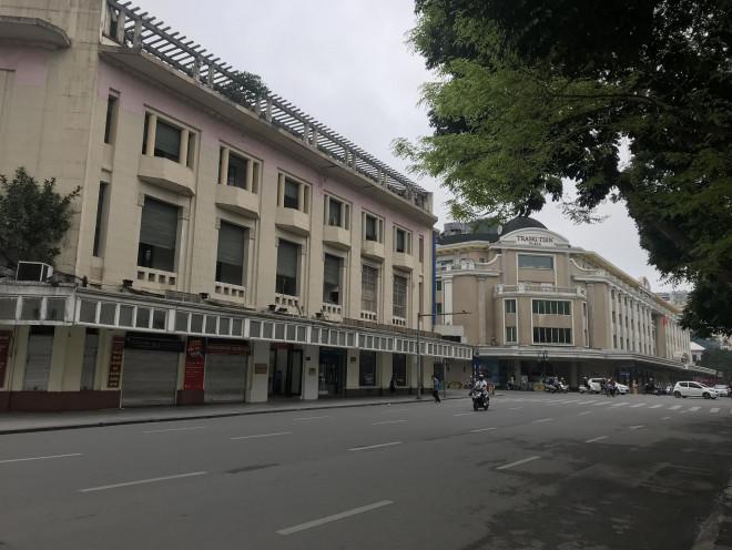 Cận cảnh những địa điểm đông đúc ở Hà Nội giờ im lìm vì COVID-19 - 1