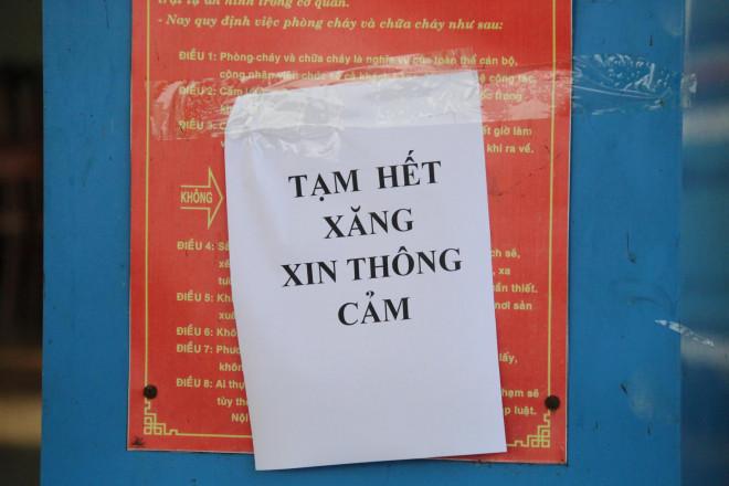 Vừa giảm giá, vì sao hàng loạt cửa hàng ở Quảng Nam hết xăng? - 1