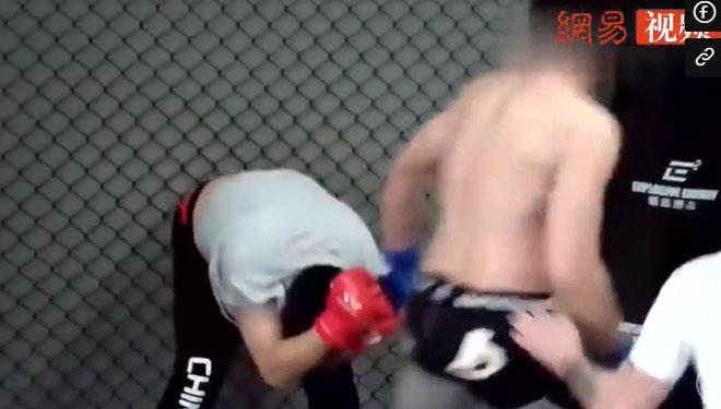 Cú sốc võ Trung Quốc: Cao thủ Thái Cực chắp hai tay xin thua võ sĩ MMA - 1