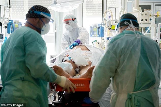 Italia: Số ca nhiễm Covid-19 vượt 100.000 - 1
