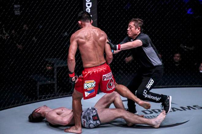 Cú đấm uy lực khủng khiếp khiến đối thủ bất tỉnh ngỡ ngàng ở MMA châu Á - 1