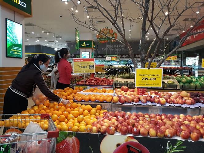 Dồi dào lương thực, thực phẩm ở siêu thị trước giờ cách ly toàn xã hội - 1