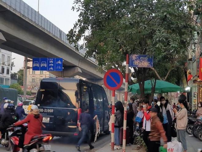 """Bến xe, đường cửa ngõ Thủ đô """"nghẹt thở"""" ngày đầu nghỉ Tết Dương lịch - 17"""