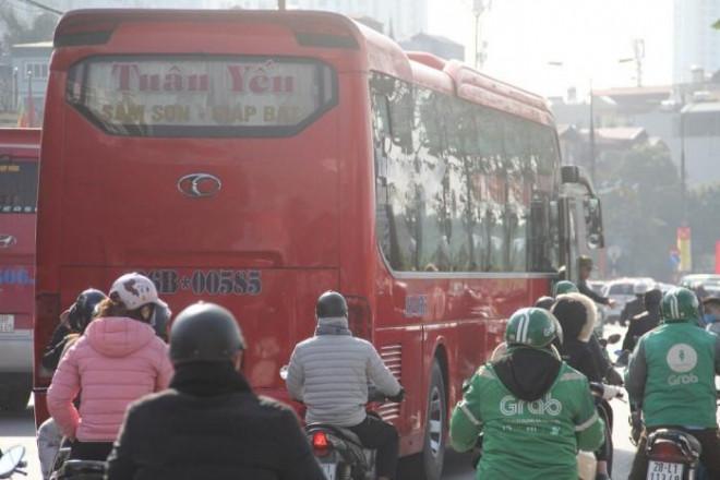 """Bến xe, đường cửa ngõ Thủ đô """"nghẹt thở"""" ngày đầu nghỉ Tết Dương lịch - 16"""