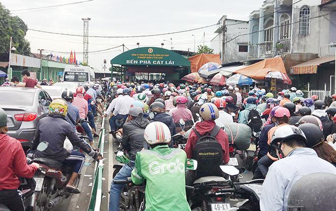 """Người dân đổ xô đi nghỉ Tết Dương lịch 2021 và cảnh """"rồng rắn"""" từ sáng đến trưa ở cửa ngõ Sài Gòn - 1"""