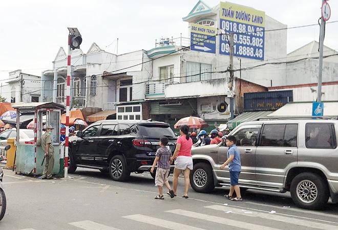 """Người dân đổ xô đi nghỉ Tết Dương lịch 2021 và cảnh """"rồng rắn"""" từ sáng đến trưa ở cửa ngõ Sài Gòn - 10"""