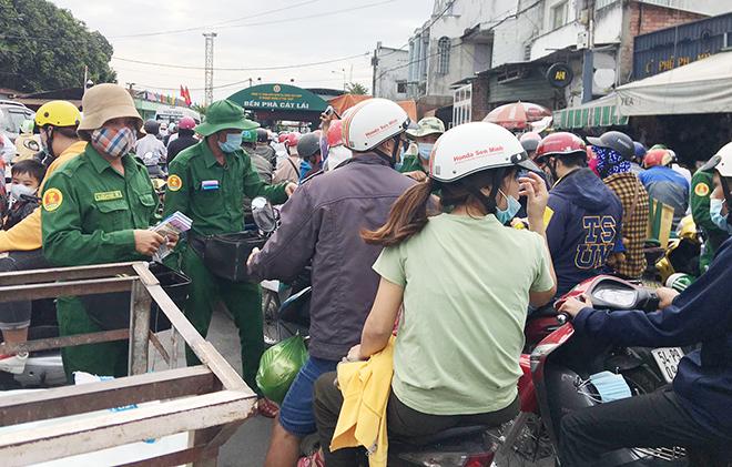 """Người dân đổ xô đi nghỉ Tết Dương lịch 2021 và cảnh """"rồng rắn"""" từ sáng đến trưa ở cửa ngõ Sài Gòn - 14"""