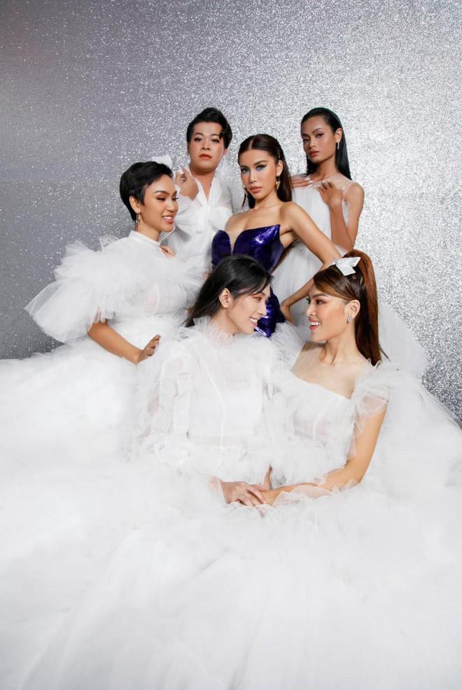 Huyền My, Diễm Hương khoe dáng 'bỏng mắt' với áo tắm ngày đầu năm mới 2021 - 12