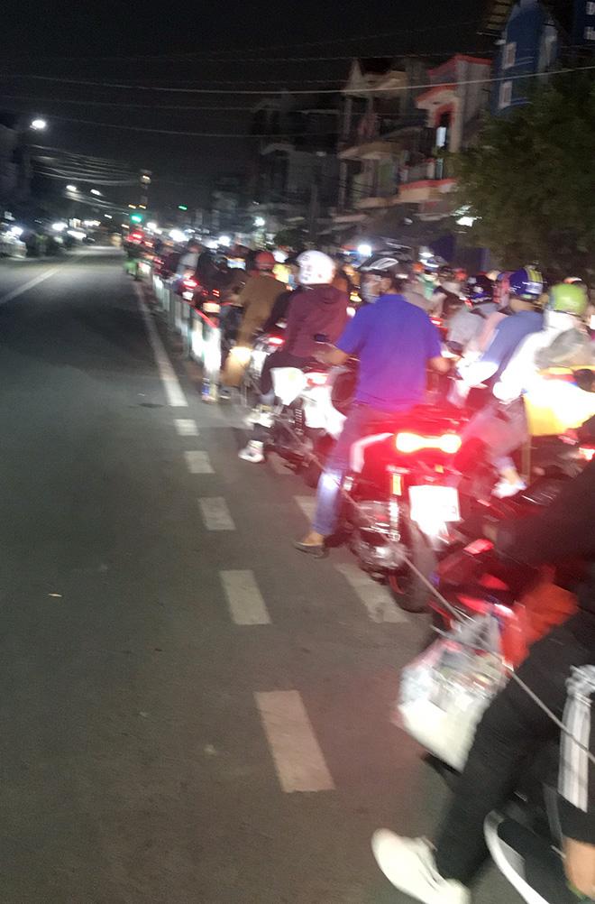 Người dân trở lại Hà Nội, TP.HCM sau kỳ nghỉ Tết Dương lịch, nhiều tuyến đường cửa ngõ ùn tắc - 27