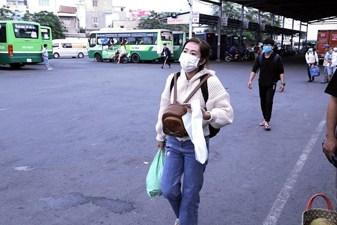 Người dân trở lại Hà Nội, TP.HCM sau kỳ nghỉ Tết Dương lịch, nhiều tuyến đường cửa ngõ ùn tắc - 21