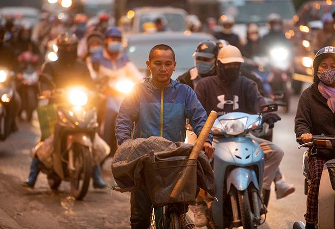 Người dân trở lại Hà Nội, TP.HCM sau kỳ nghỉ Tết Dương lịch, nhiều tuyến đường cửa ngõ ùn tắc - 12