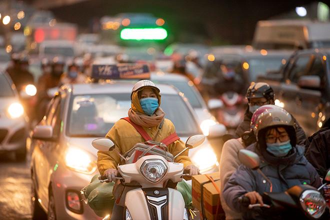 Người dân trở lại Hà Nội, TP.HCM sau kỳ nghỉ Tết Dương lịch, nhiều tuyến đường cửa ngõ ùn tắc - 13