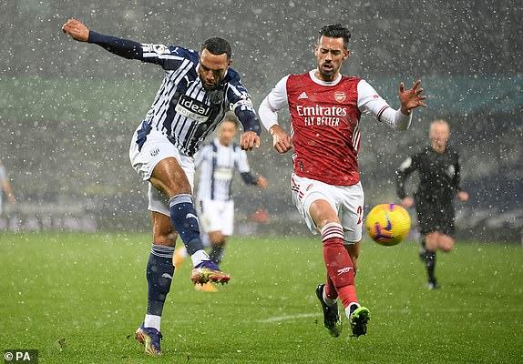 Video West Brom - Arsenal: 2 bàn mỗi hiệp, bay cao trên tuyết trắng - 1