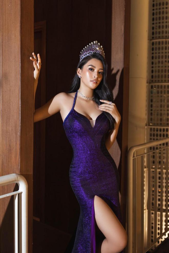 Ngắm nhìn những bộ váy đẹp nhất của Hoa hậu Tiểu Vy: Xứng danh Nữ hoàng thảm đỏ! - 6