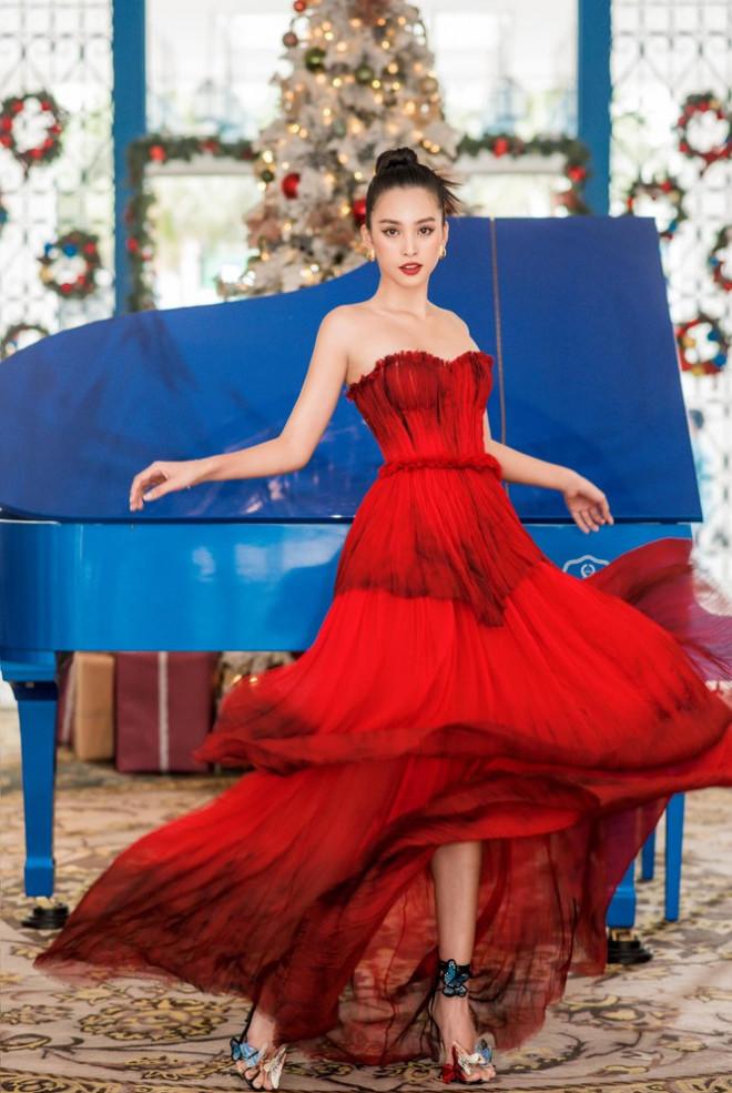 Ngắm nhìn những bộ váy đẹp nhất của Hoa hậu Tiểu Vy: Xứng danh Nữ hoàng thảm đỏ! - 8