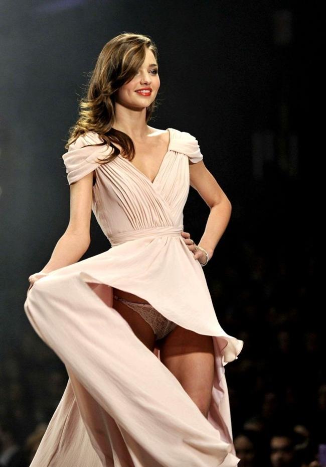 """Miranda Kerr là người mẫu mang quốc tịch Úc nổi tiếng với vai trò thiên thần của hãng nội yVictoria Secret's và cũng là người đẹp """"sát tỷ phú""""."""