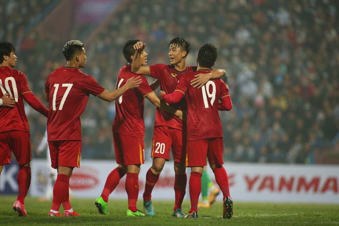 """Thầy trò HLV Park Hang Seo """"hóng"""" tin hoãn trận đội tuyển VN gặp Malaysia - 1"""