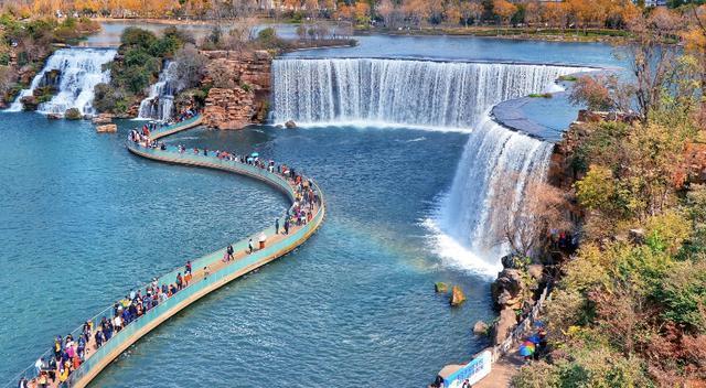 Trầm trồ trước vẻ đẹp tuyệt tác của thác nước nhân tạo đẹp nhất TQ và lớn nhất châu Á - 1
