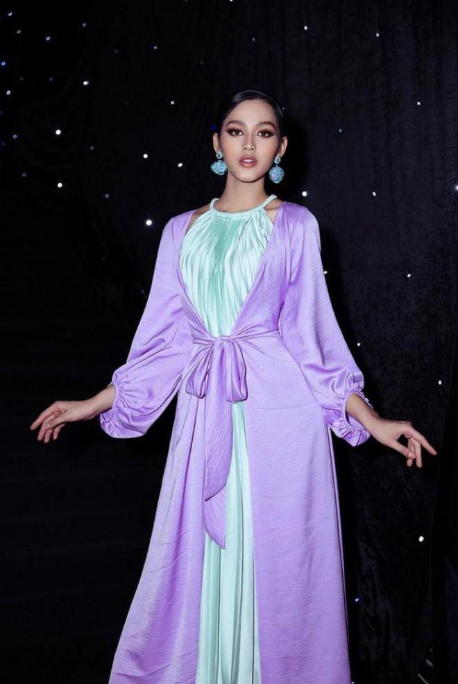 'Đụng hàng' một loạt mỹ nhân đình đám, Hoa hậu Đỗ Thị Hà vẫn tự tin với thần thái xinh đẹp - 8