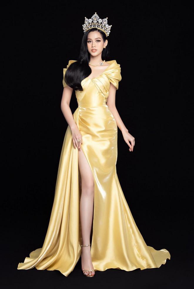 'Đụng hàng' một loạt mỹ nhân đình đám, Hoa hậu Đỗ Thị Hà vẫn tự tin với thần thái xinh đẹp - 10