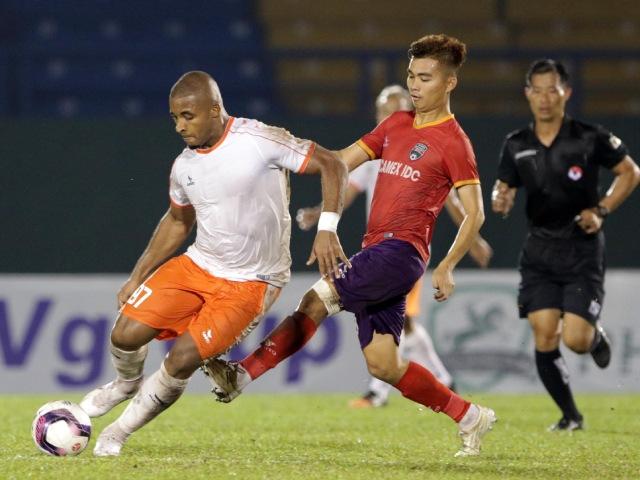 Hà Đức Chinh & đồng đội bất ngờ vượt HAGL, Bình Dương để vô địch giải tiền V-League