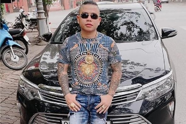 """Xe chở """"thánh chửi"""" Dương Minh Tuyền bị bắn - 1"""