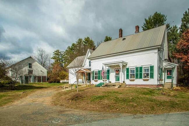 Ngôi nhà nhỏ với màu sơn xanh lá được nhiều người đánh giá là đẹp như tranh ở Vermont với bảy phòng giam bí mật ẩn bên trong vừa được rao bán với giá gần 150.000 USD – mức giá siêu rẻ so với khu vực xung quanh.
