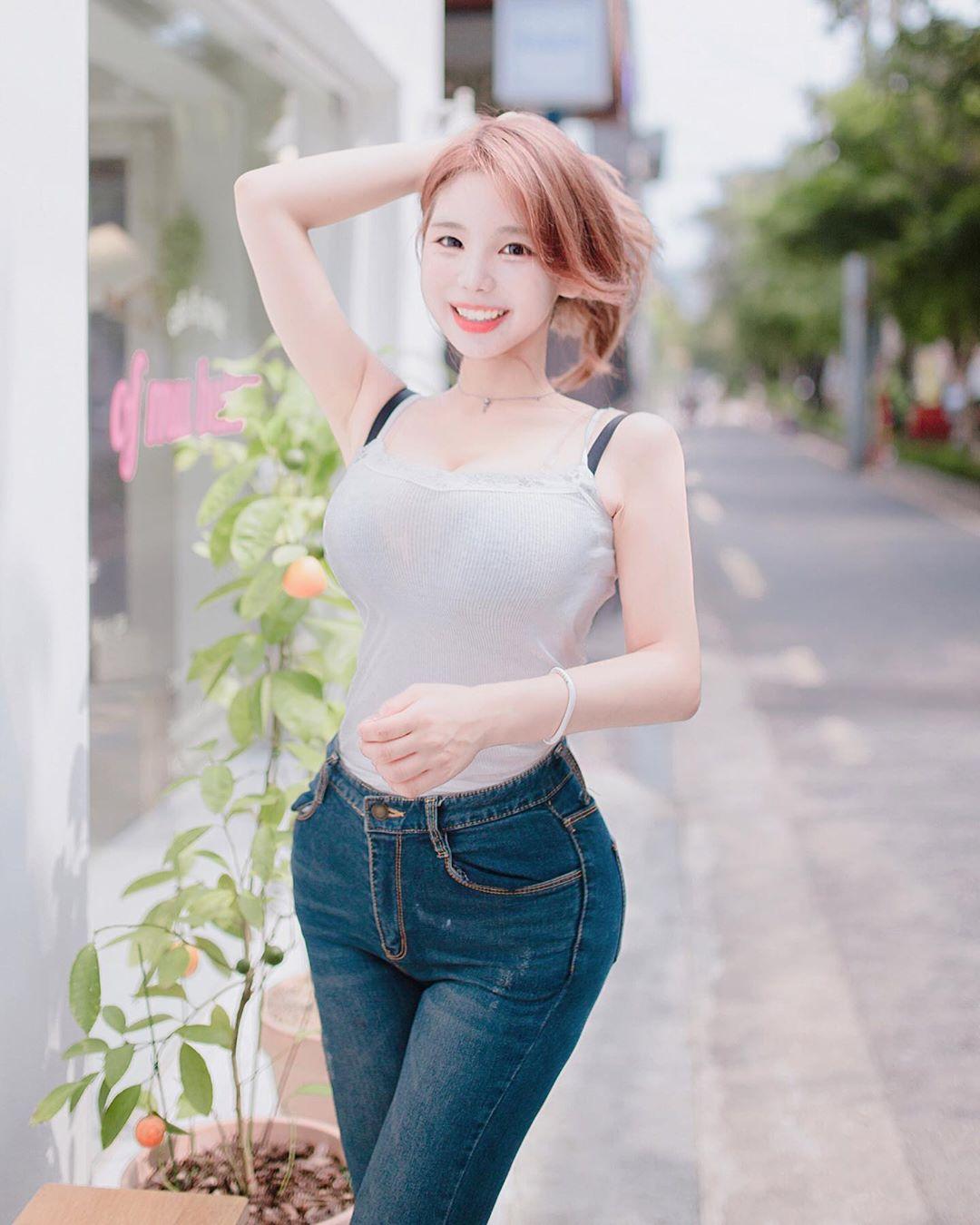 Cô gái mặc quần rách đúng vòng 3, xuề xòa với kiểu mặc nổi trên phố vì kém duyên - 3