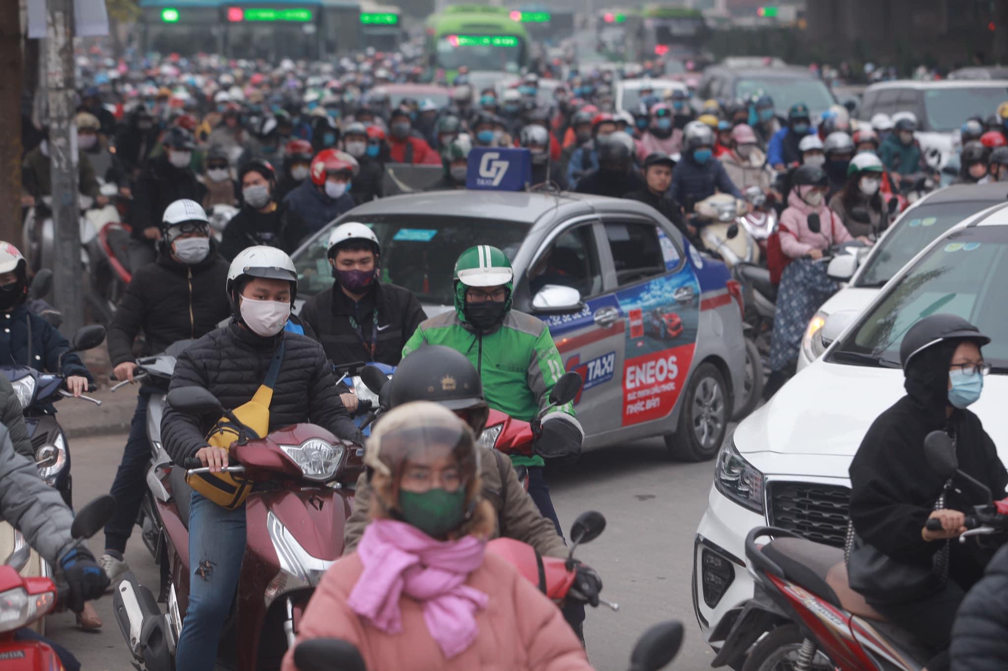 Hà Nội ùn tắc kinh hoàng trên đường Phạm Hùng - 5