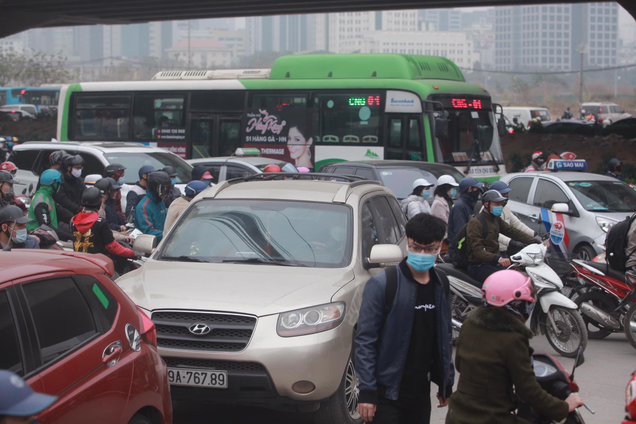Hà Nội ùn tắc kinh hoàng trên đường Phạm Hùng - 6