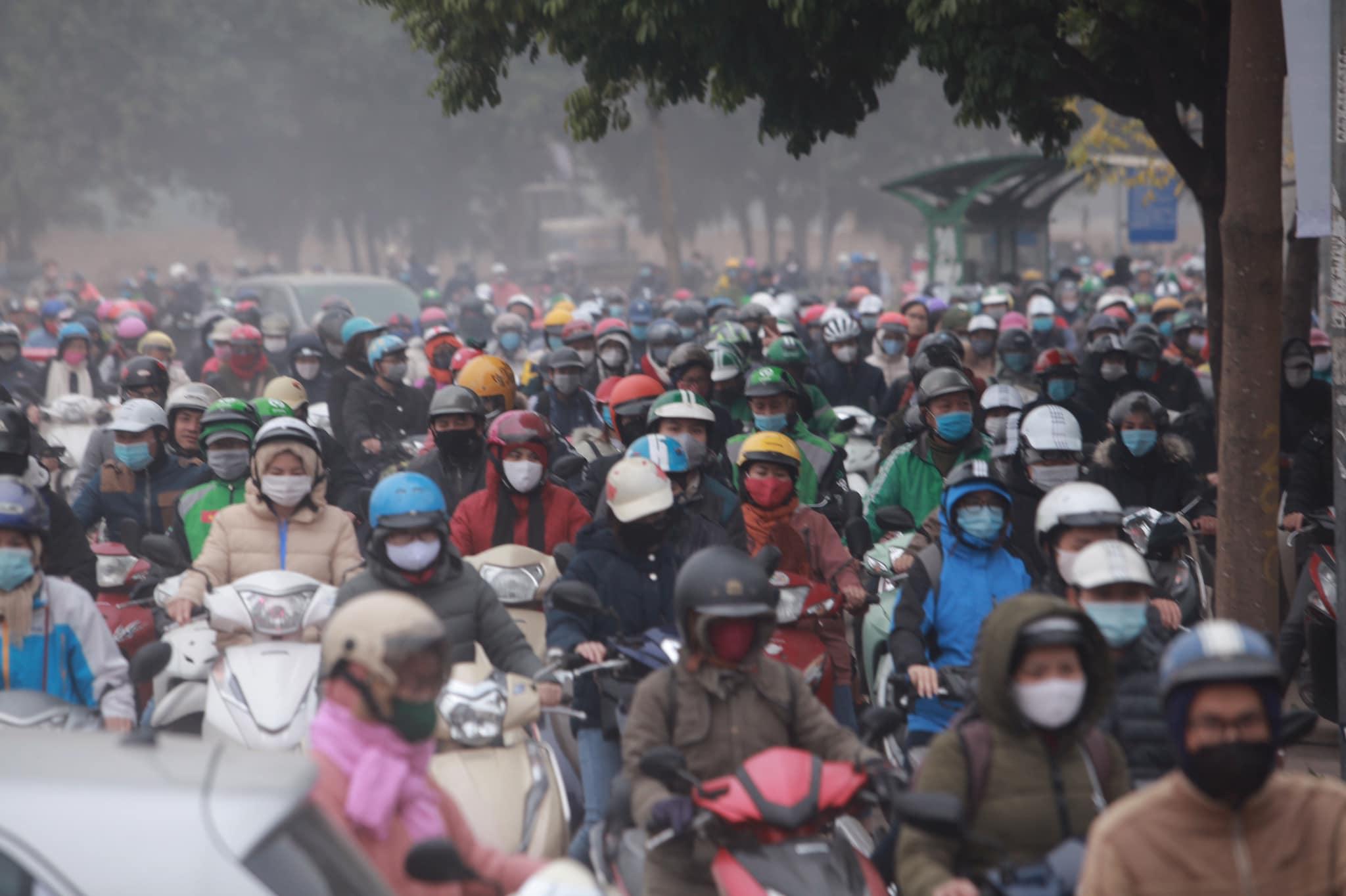 Hà Nội ùn tắc kinh hoàng trên đường Phạm Hùng - 7
