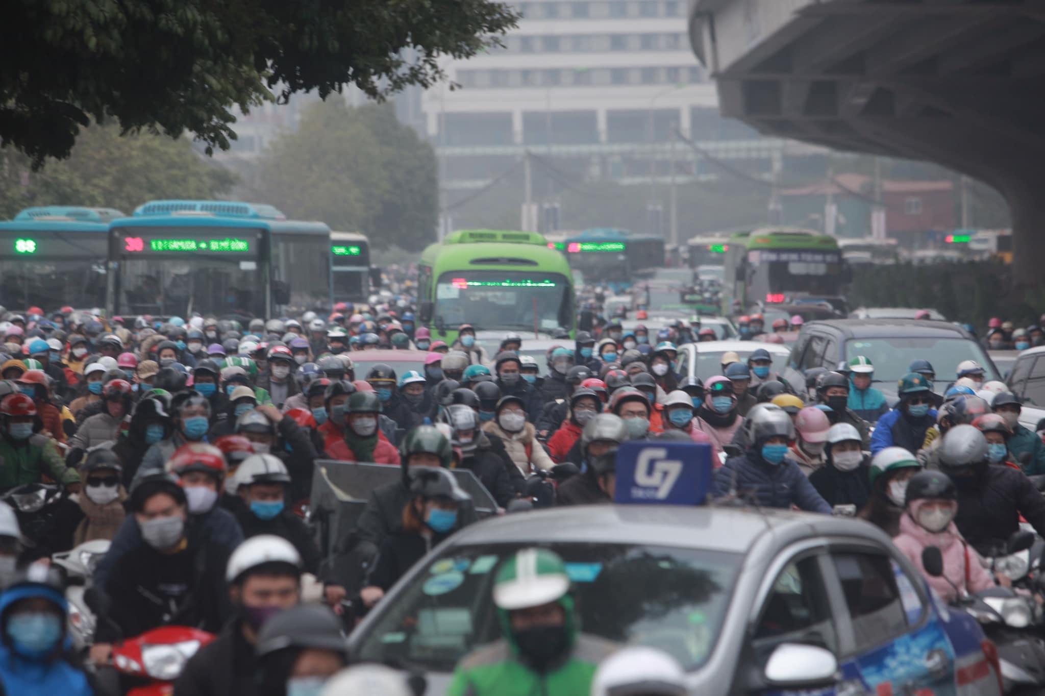 Hà Nội ùn tắc kinh hoàng trên đường Phạm Hùng - 8